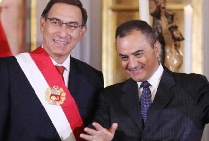 Peruvian President Martin Vizcarra (on the left) with his new Minister of Finance and Economy Carlos Oliva