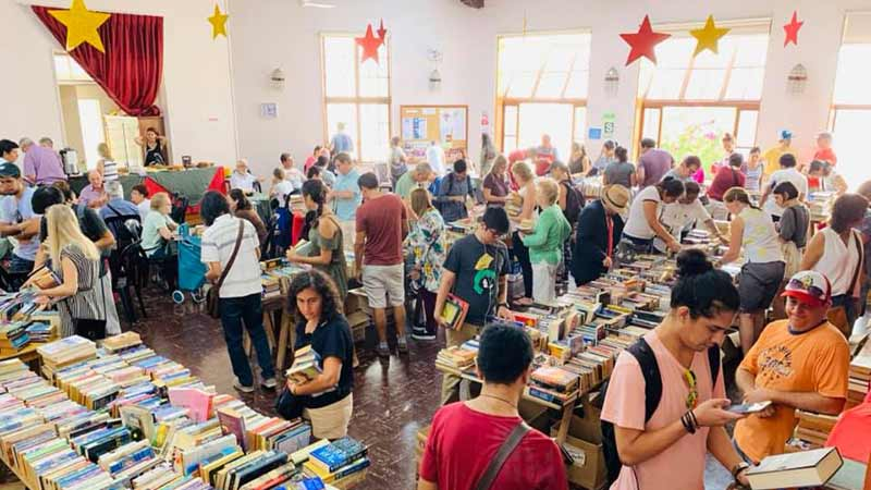 english-book-sale-good-shepherd-church-lima-june-2019