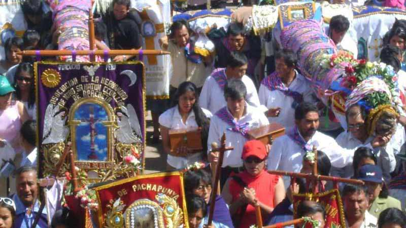 festival-of-the-crosses-peru