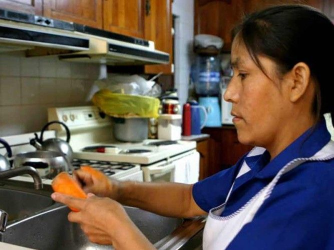 Domestic workers in Peru - rights and obligations for employer and empleada, salary, bonuses and benefits, social security and more; photo: Andina
