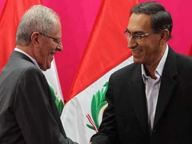 Former Peruvian President Pedro Pablo Kuczynski (left) and newly sworn-in Peruvian President Martin Vizcarra (right)