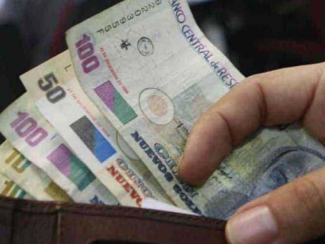 How much money do people earn in Peru in sales?