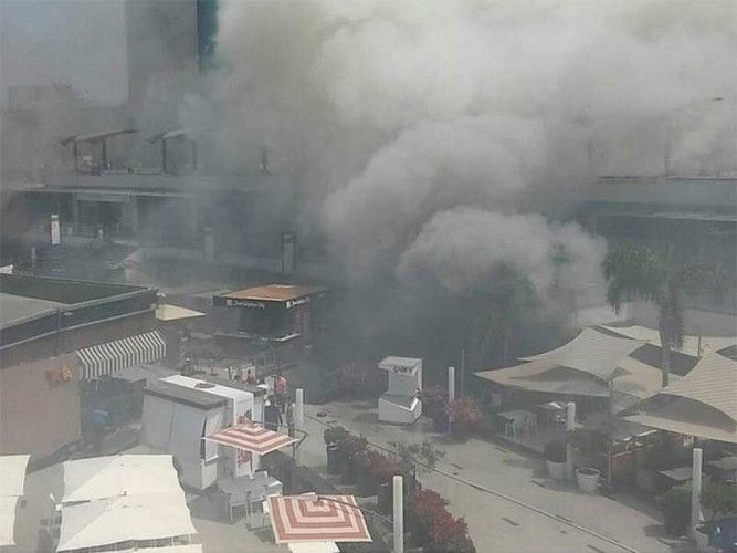A devastating fire at the Larcomar shopping mall in Lima, Peru killed at least four people; photo: Diario Correo