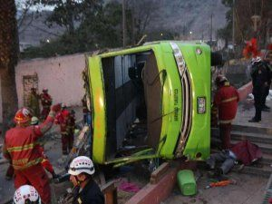 Green Bus accident leaves 9 dead and over 30 injured; photo: Andina
