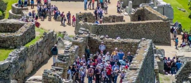 How many travelers visited Peru in 2018?