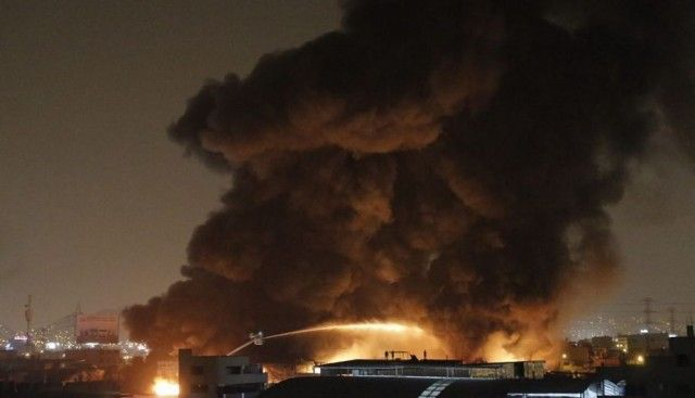 Fire in El Agustino destroys MINSA warehouse