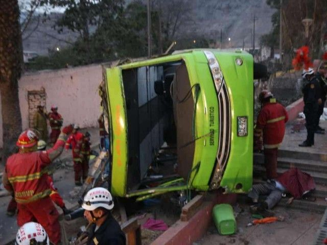 Tour bus crash in Lima leaves 9 dead