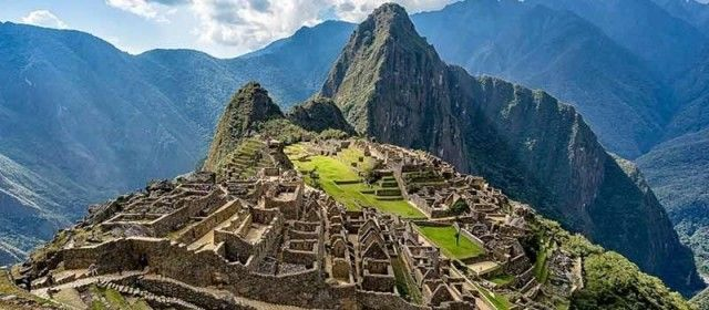 How many tourists visited Machu Picchu in 2018?
